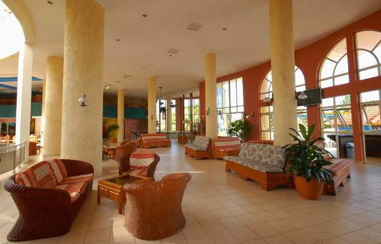HOTEL BRISAS DEL CARIBE 2
