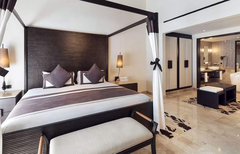 HOTEL GRAND PALLADIUM COLONIAL & KANTENAH RESORT 2