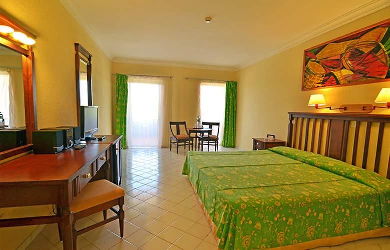 HOTEL BRISAS DEL CARIBE 3